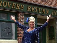Corrie Legend Bet Lynch steps in to help
